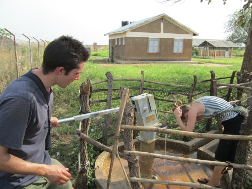 Fighting the heat withthe USAID water pump.